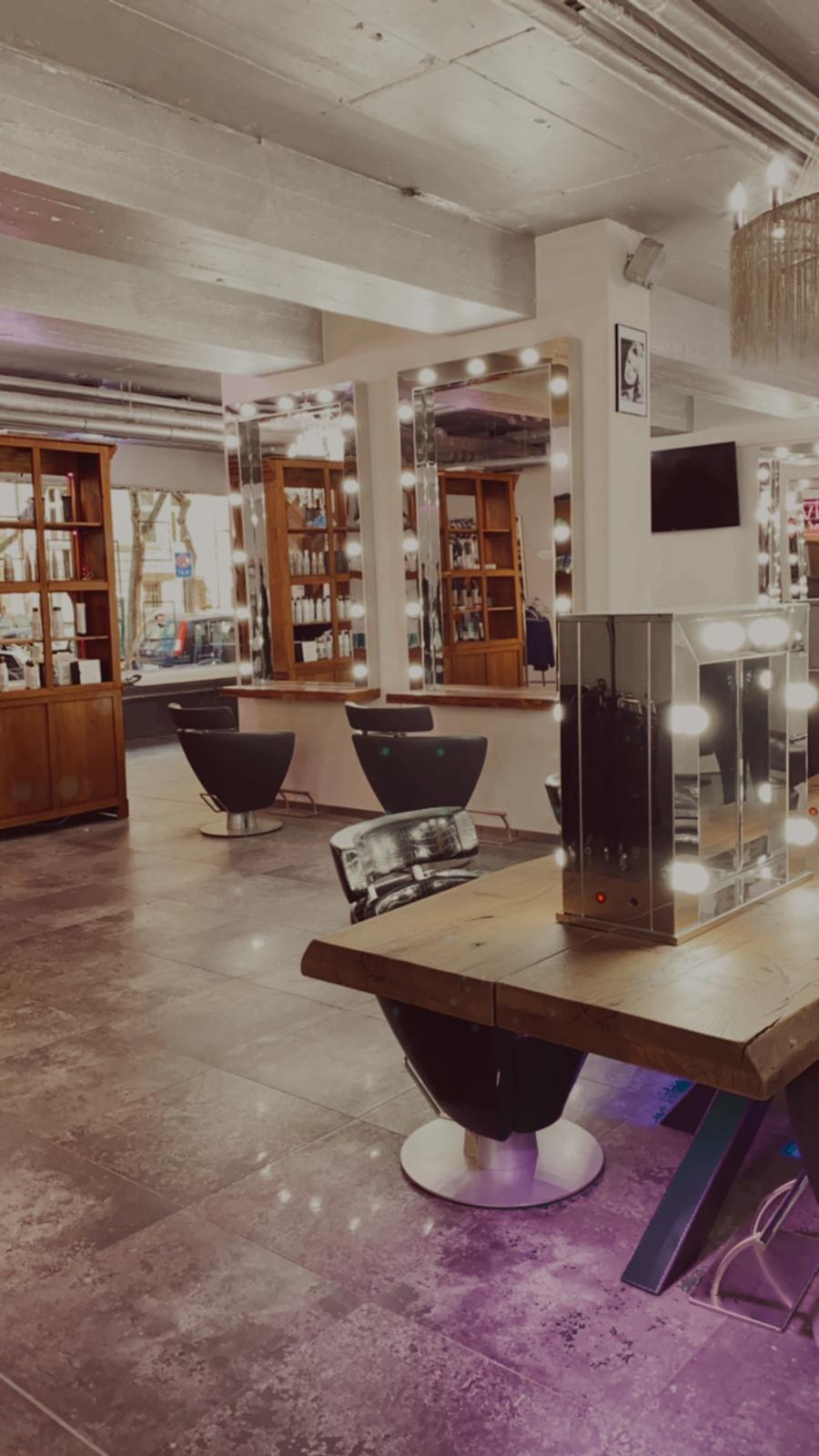 Stylischer Friseursalon in Köln